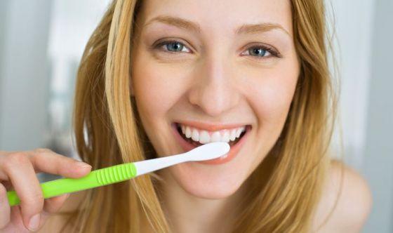 Lavare i denti subito dopo i pasti