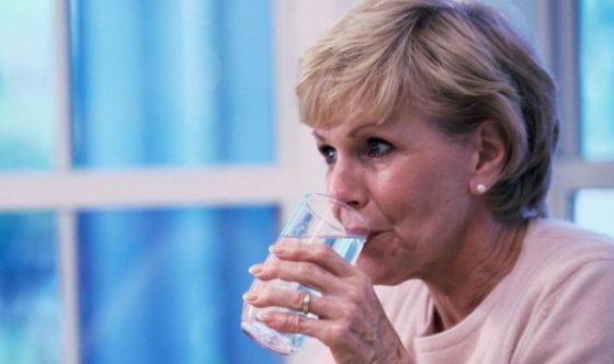 Mezzo litro d'acqua mezz'ora prima dei pasti