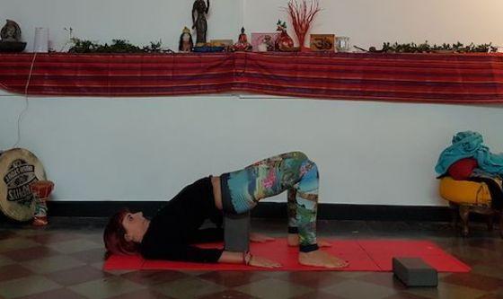 Lo yoga con i supporti