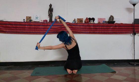 Spalle e postura migliori con un elastico