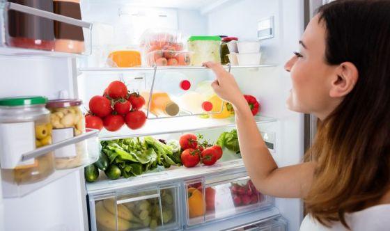 Riporre gli alimenti in frigo, ognuno nel posto giusto