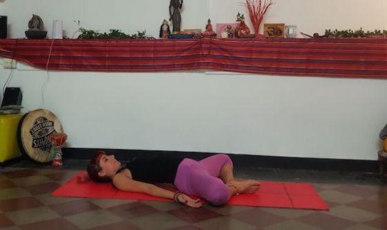 Aprire e correggere le anche con lo Yoga