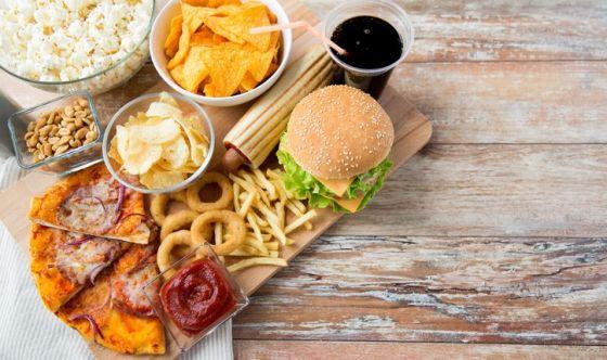 Stop al cibo spazzatura