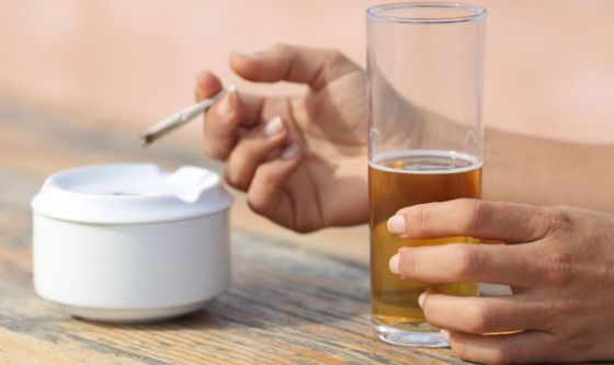 Non bere alcolici e non fumare 4 ore prima di andare a letto
