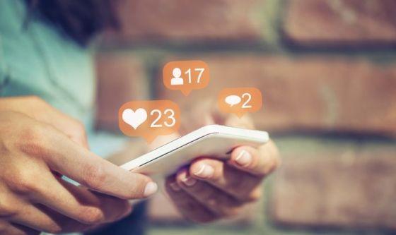 7 modi in cui Facebook può rovinare la tua relazione