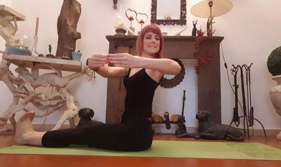 Un massaggio per lo stomaco con il Pilates