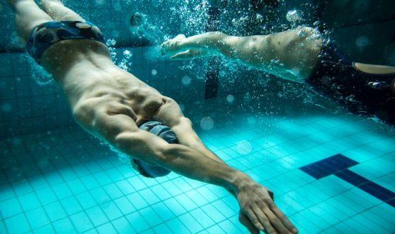 Fitness da spiaggia per un corpo tonico