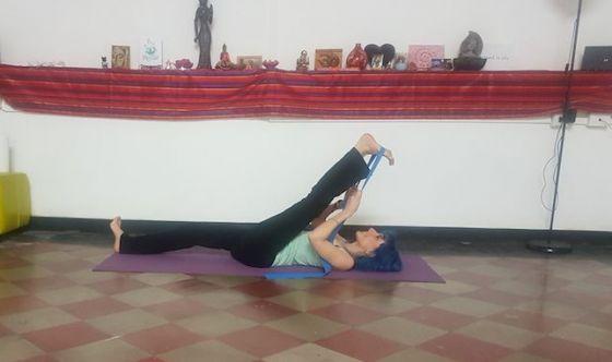 Allungare i muscoli con l'elastico