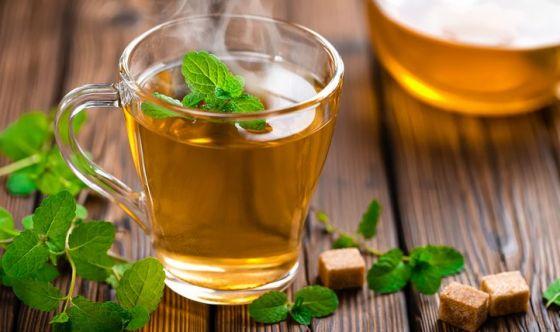 Bere tisane e tè