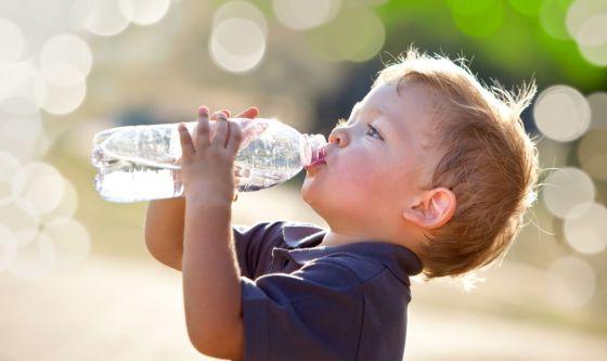 Quanto dovrebbero bere i bambini?