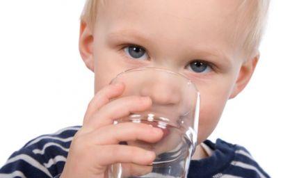 Bere almeno un litro di liquidi al giorno