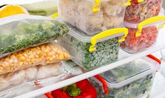 Contenitori di plastica per conservare il cibo