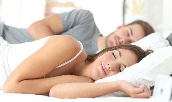 Dormire sul fianco o sulla pancia