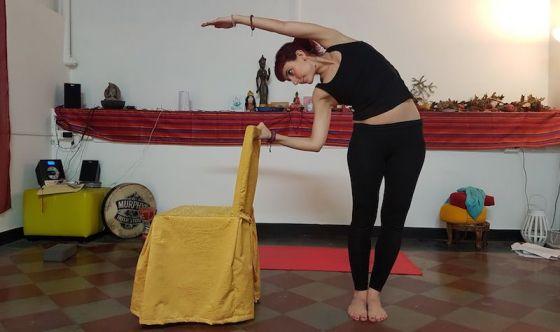 Seduti facendo Pilates: come snellire il busto
