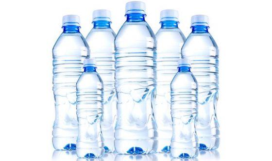Quanta acqua bere per la salute del sorriso?