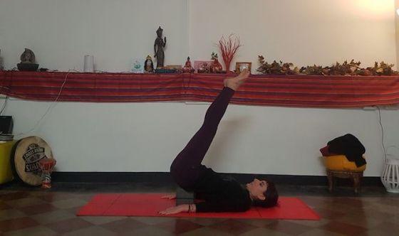 Lo yoga semplice con i supporti