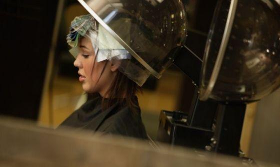 Meno 3 settimane, capelli: il trattamento alla lanolina