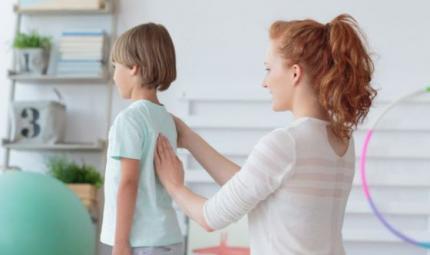Scoliosi e piede piatto, problemi comuni tra i bambini
