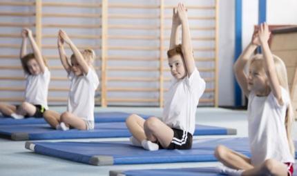 Lo  yoga per ridurre l'ansia nei bambini e a scuola