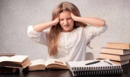 La scuola sta finendo: aumenta il mal di testa