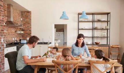 Bimbi a tavola: 10 parole chiave per farli mangiare bene