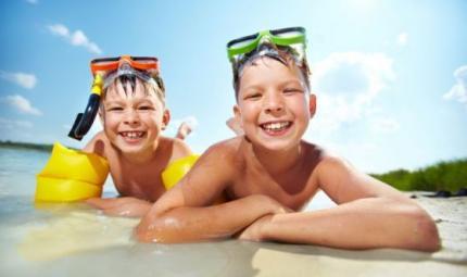 Bimbi: 10 regole contro le infezioni intestinali in vacanza