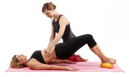 Pilates e vitamine per combattere la sindrome premestruale