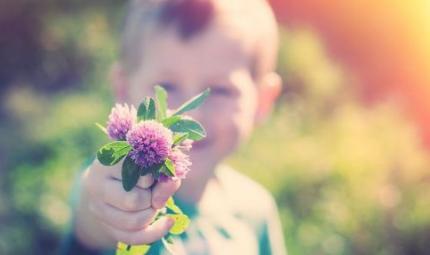Come insegnare ai bimbi a essere altruisti