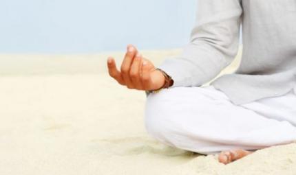 Un mudra yoga contro le emorroidi