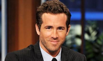 Ryan Reynolds ha provato ad allattare la figlia... al seno