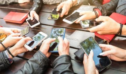 Adolescenti in panico senza telefonino