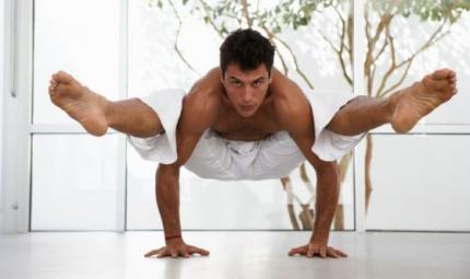 Yoga al maschile con il Broga