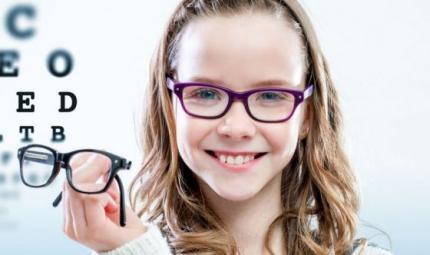 Miopia e bambini, come accorgersi se ne soffrono
