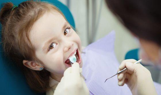 Dentini sani: quando la prima visita dall'ortodonzista?