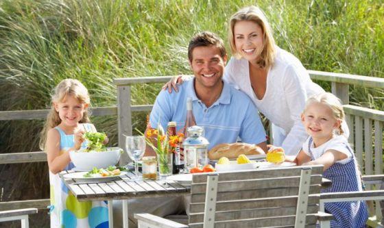 Bimbi a tavola in vacanza: 10 regole