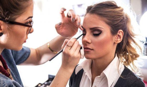 Bellezza: no al fai-da-te, meglio estetista e parrucchiere