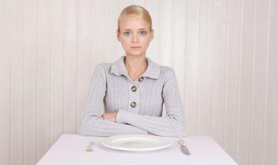 Gli italiani si sentono in sovrappeso e saltano i pasti