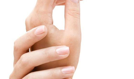 Mani, soluzioni della medicina estetica per averle giovani
