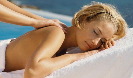 Un sondaggio rivela cos'è il piacere: cibo, relax e affetti