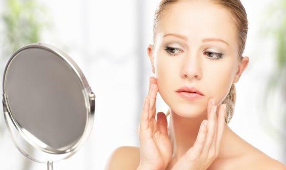 Acne adulta: i cosmetici devono agire su 5 fronti