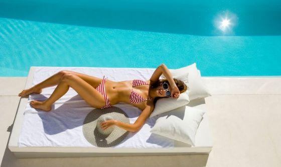 In piscina: crema solare e doccia dopo ogni tuffo