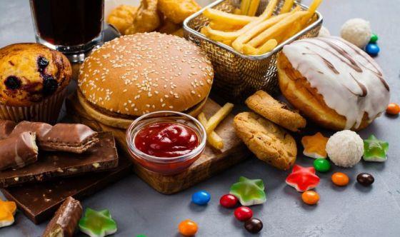 Allarme: uccide più la cattiva alimentazione del fumo