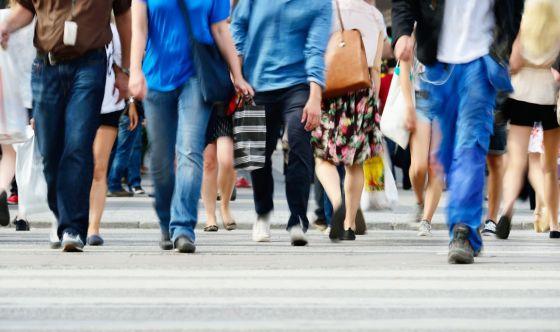 Camminare dopo aver mangiato fa bene?