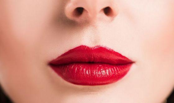 Labbra per un bacio perfetto? Lisce, morbide e rosso fuoco