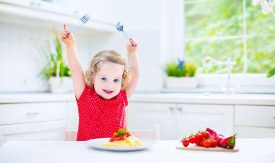 Un cucchiaio in più per ogni pasto: così nasce il sovrappeso