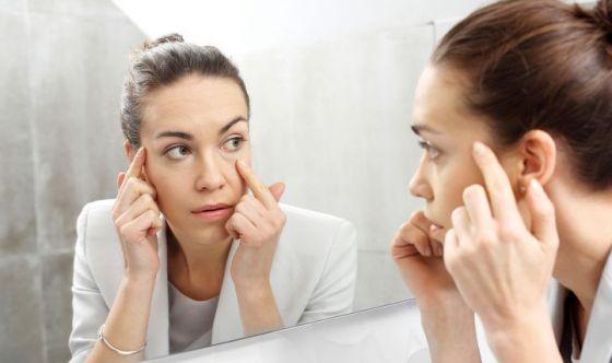 Borse e occhiaie: sì a impacchi freddi e cosmetici specifici