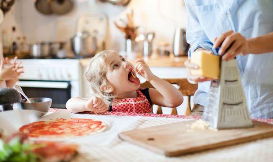 Il bimbo fa i capricci a tavola: come gestire la situazione