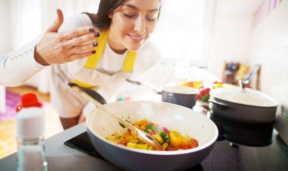 Ansia da Covid: molti si consolano con il cibo