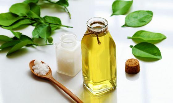 Collutorio con oli essenziali, come farlo in casa