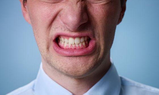 Digrignamento dei denti, i rimedi economici e naturali